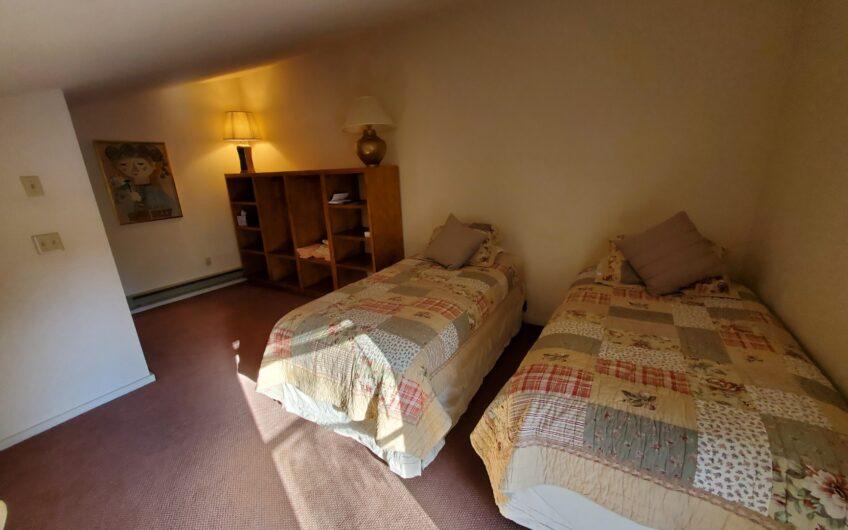 Sundowner 3 bedroom Condo with Garage.